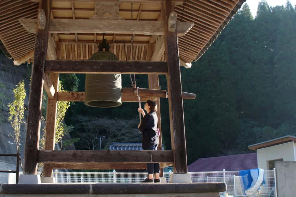 Clémentine ringing the bell of Zenriyuji temple in Kikuchi