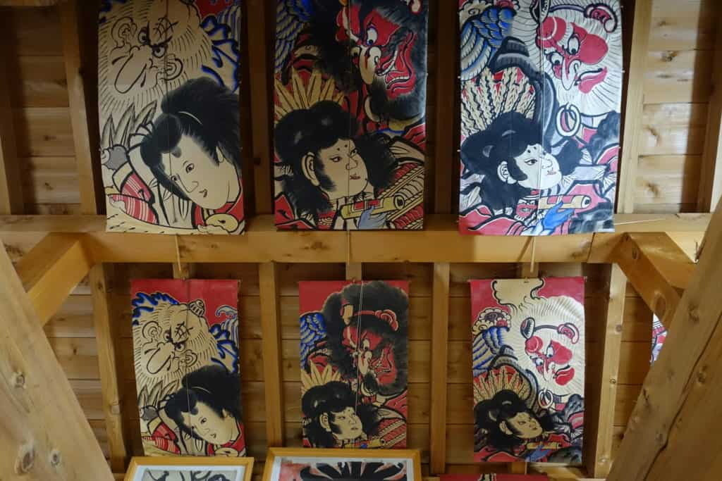 The ceiling of the Shunpu-Kan workshop decorated with traditional kites