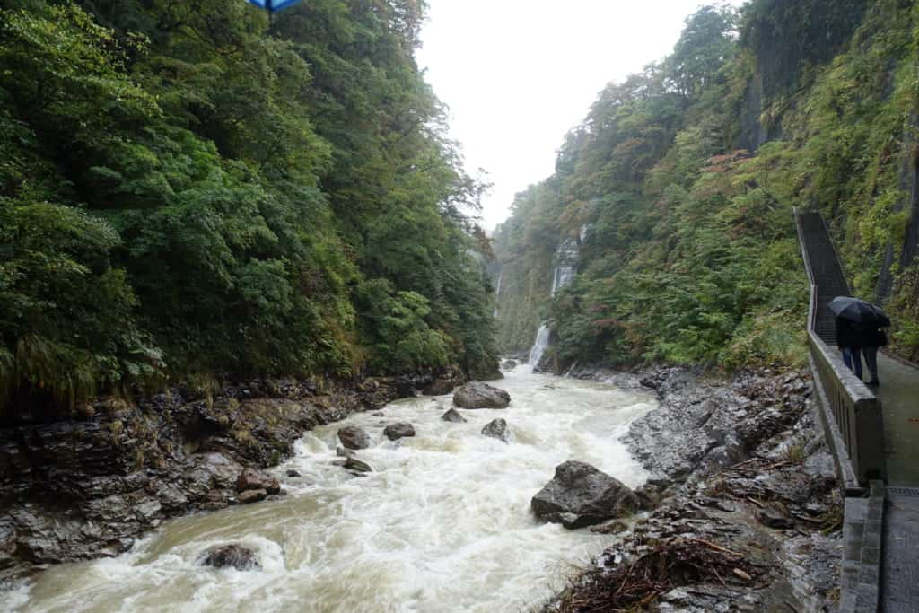 The impressive watercourse that digs the Oyasukyo Gorge