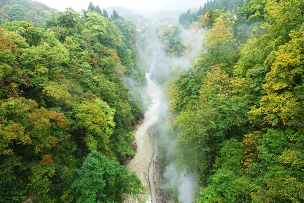 The Oyasukyo Gorge and its steam clouds that fade into lush nature