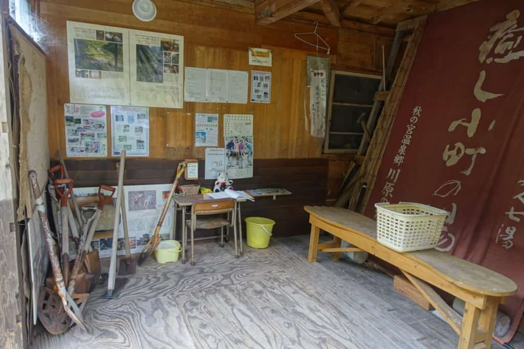 Cabin available for visitors where you can pick up a shovel