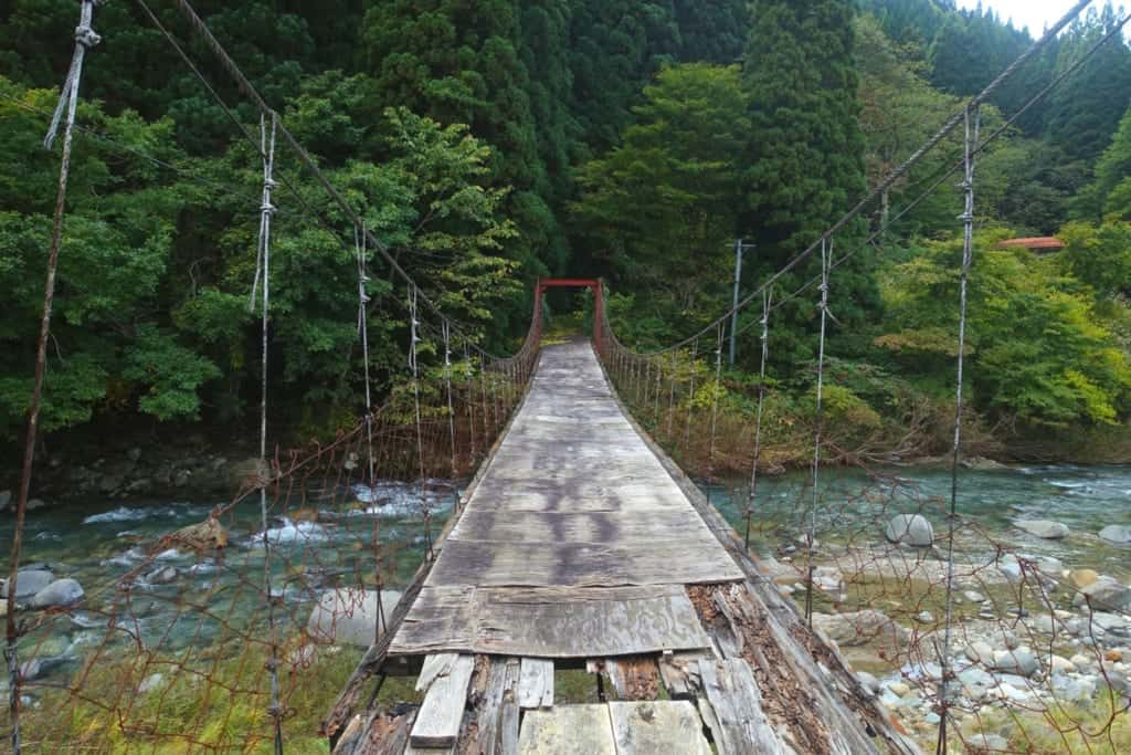 Small suspension bridge leading to Kawara no Yukko