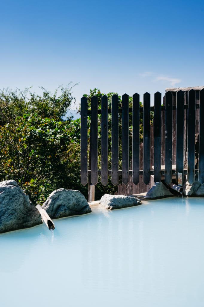 L'eau thermale d'un bleu laiteux de Horei-no-Yu