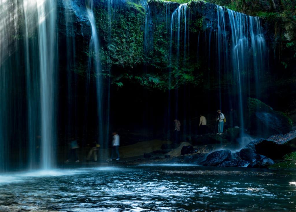 Les chutes de Nabegataki à Waita Onsen dans le nord de Kumamoto