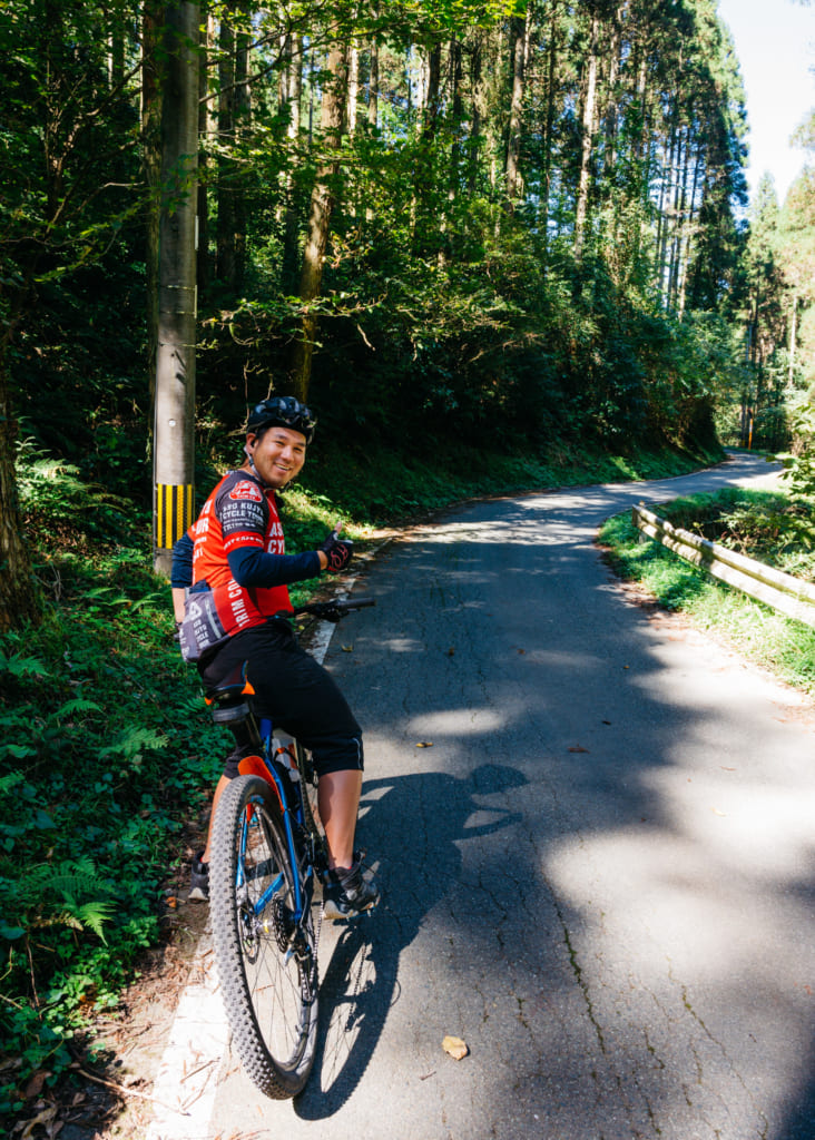 Abe san sur son vélo : le guide pour ces promenades à vélo à Kumamoto
