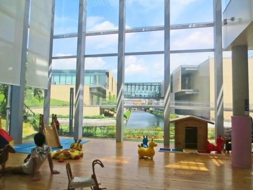 Dejima kodomo kaikan arquitectura al servicio de los ni os for Arquitectura ergonomica