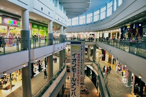 Interior del centro comercial Aeon Mall, en las afueras de Hiroshima