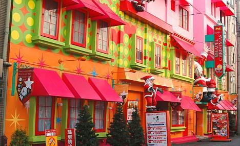 Colorido Love Hotel en Honshu, Japón