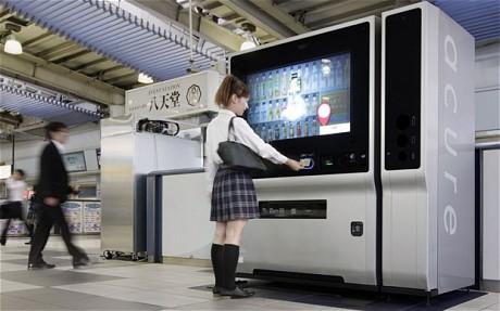 Moderna máquina expendedora de bebidas en Japón