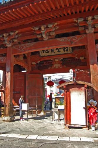 Conozca las puertas de un templo zen más grandes de Nagasaki