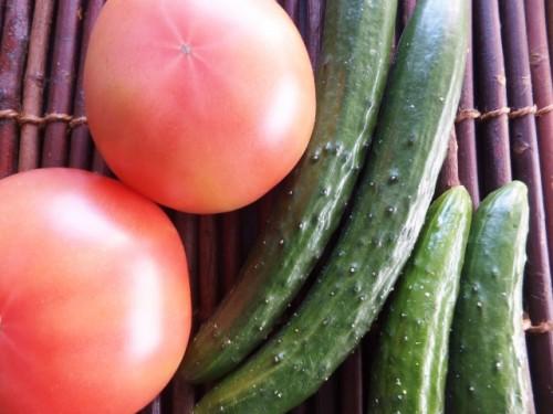 Verduras y pepinos para preparar comida vegetariana