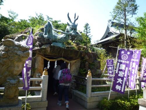 Santuario construido en una cueva en Enoshima (Japón)