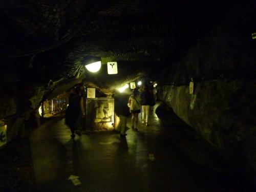Interior de las grutas de Iwaya en Enoshima (Japón)