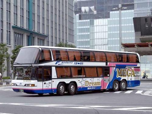 Autobús nocturno de dos pisos en Japón