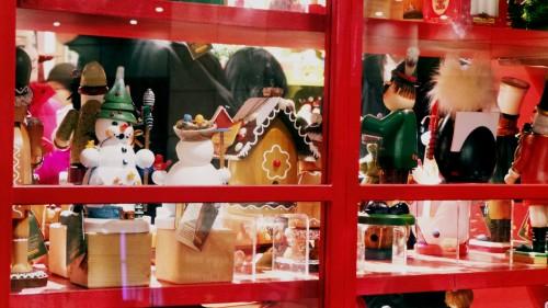 Decoración navideña en una tienda de Tokio, Japón