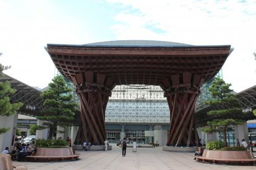Arco Motenashi Domu, en la estación de tren de Kanazawa
