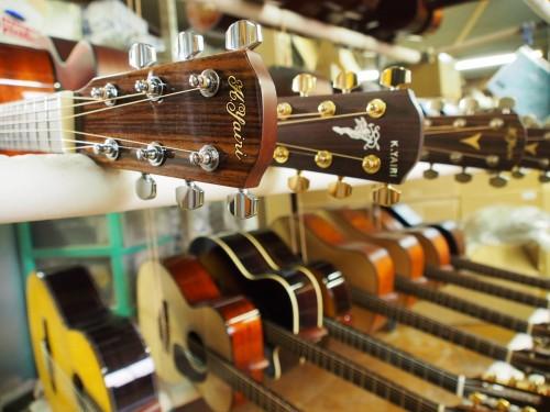 Guitarras Yairi terminadas y expuestas para su compra