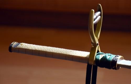 Empuñadura de una espada samurái en el museo Bizen Osafune.