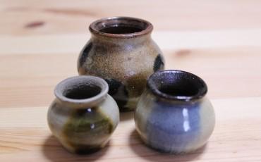 Pequeñas jarras para el té de cerámica japonesa.