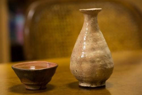Bol y jarra de cerámica japonesa.