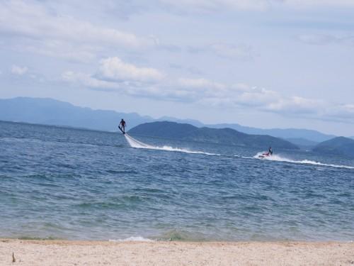 Deportes acuáticos en la playa Omi-Maiko, cerca de Kioto.