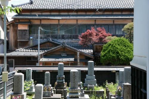 Cementerio de un templo de Murakami.