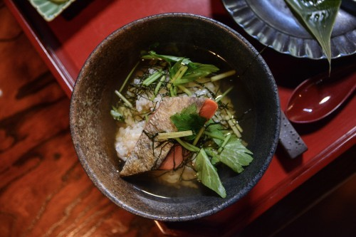 Menú de salmón del restaurante restaurante Idutsuya de Murakami.