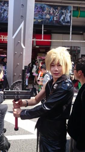 Cloud de Final Fantasy en el festival de cosplay de Osaka.