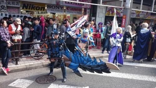 Mujer disfrazada durante el festival de cosplay de Osaka.