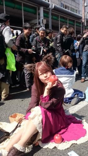 Chica disfrazada en el festival de cosplay de Osaka.