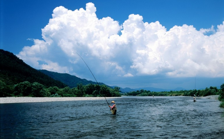 Río Miomote a su paso por Murakami, Japón.