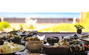 Menú de comida japonesa en el restaurante agi no Terasu Naka de Murakami.