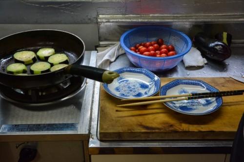 Cocinando verduras en Japón.