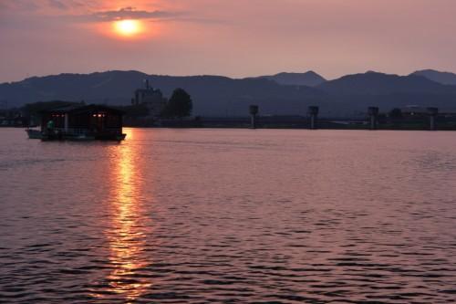 Cena a bordo de un crucero fluvial en Hita, Oita.
