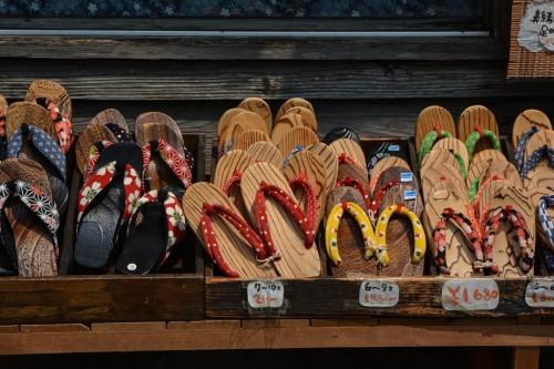 Zuecos artesanales en Hida, el pequeño Kioto de Oita.