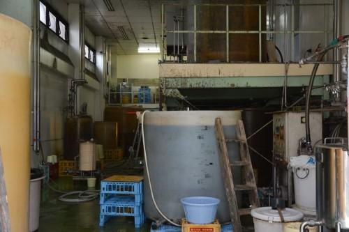 Tanques donde se fermenta la soja en Hita, Oita.