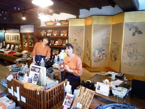 Tienda de salmón Kikkawa de Murakami.