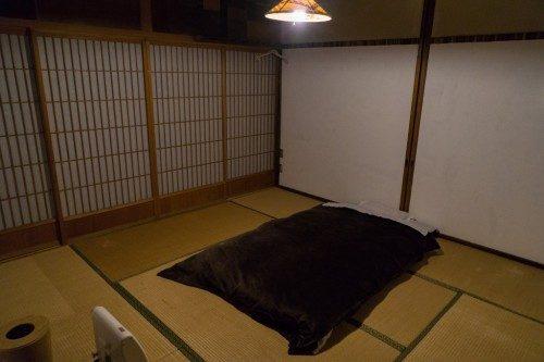 Habitación con futón en el Hotel Yuian de Nagiso.