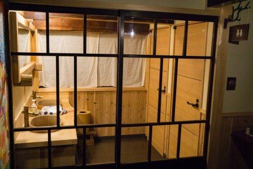 Baño en el Hotel Yuian de Nagiso.