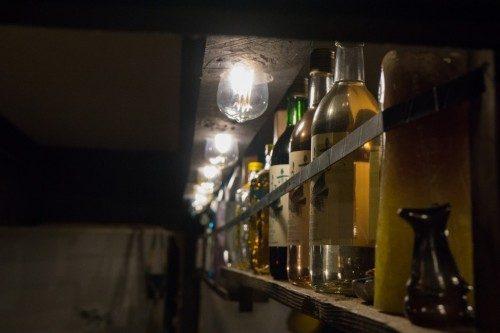 Botellas de sake en el Hotel Yuian de Nagiso.