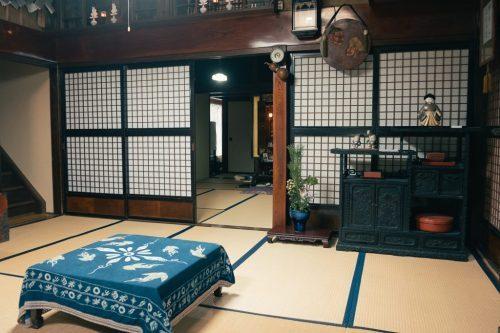 Interior de la fábrica de sake Masuda en Murakami.