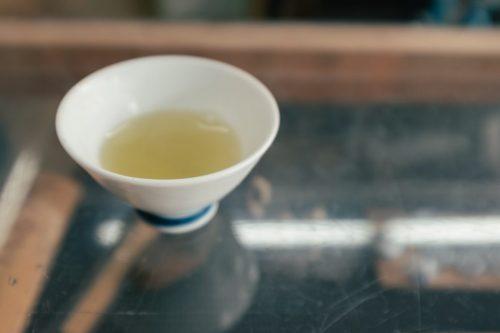 Taza de té en la tienda Matsumoto-en de Murakami.