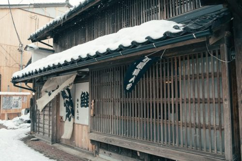 Tienda Kikkawa de salmón ahumado en Murakami, Niigata.