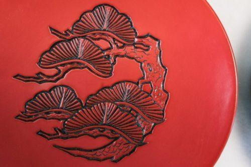 Pieza de lacado Kibori Tsuishu de Murakami.