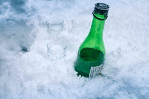 Botella de nieve en la nieve en Takane.