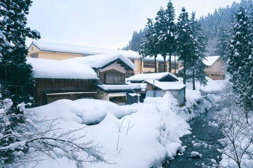 Casas de Takane bajo la nieve.