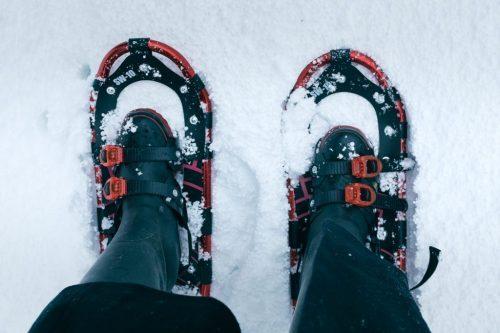 Caminando por la nieve de Takane con raquetas.