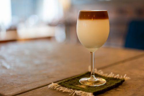 Un café con leche espresso, si no recuerdo mal. Lo que sea que fue probado genial!