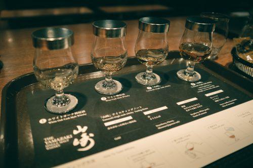 Degustación de whiskys en la  destilería Yamazaki, Osaka, Japón.