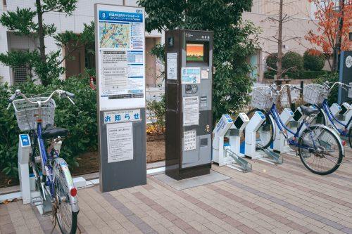 Estaciones para alquiler de bicis, Sakai, Osaka, Japón.